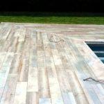 Carrelage piscine imitation bois