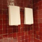 Carrelage salle de bain rouge